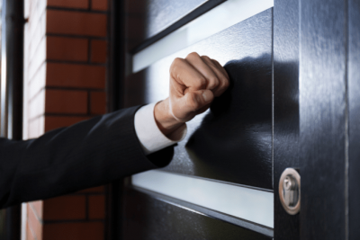 Trusted Advisors, Knock on Door