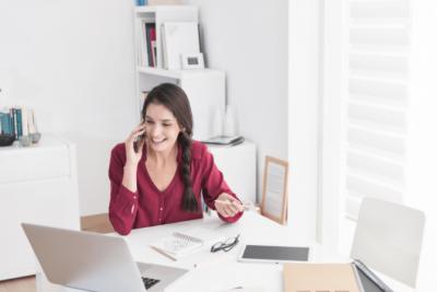Customer Won't Pay, Woman Talks on Phone